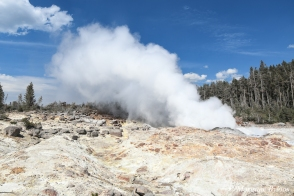 Yellowstone: Steamboat Geyser